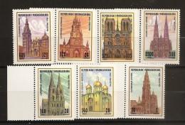 Madagascar 1994 n� 1345 / 51 ** Cath�drale, Anvers, Cologne, Kremlin, Moscou, Notre dame, Paris, Vienne, Tol�de, Votive