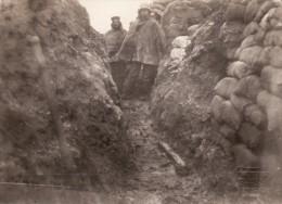 Photo 14-18 SAINT-ELOI (près Ypres, Ieper, Oosttaverne) - Soldats Allemands Dans Une Tranchée (A108, Ww1, Wk 1) - Belgio