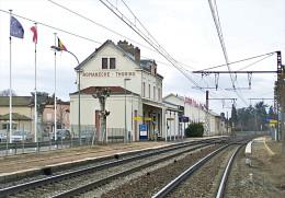Gare De Romanèche-Thorins , Saône-et-Loire , Mise En Service En 1854  -  Une Photo Reproduit Carte Postale  10x15 Cm. - Gares - Sans Trains