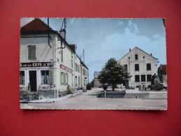 Cpa - Mirebeau-sur-Bèze (21) - Place Pierre Bassot - Café De La Cote D'Or - Editions Combier - Autres Communes