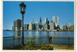 CPM      NEW YORK CITY   1985       THE LOWER MANHATTAN SKYLINE PHOTOGRAPHED FROM BROOKLYN - Manhattan