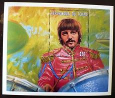 TCHAD Les Beatles, Ringo Starr, Musique.  Feuillet Emis En 1996  ** MNH. - Zangers