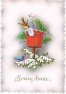 BONNE ANNEE - Petit Oiseau Glissant Une Lettre Dans Une Boîte Aux Lettres Rouge, Branches De Sapin - Relief - Circulé - Nouvel An