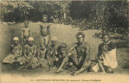 Nouvelles -Hébrides - Vanuatu - Groupe D´Indigénes - Ile Ambrym - Femmes Seins Nus  - N°10 - CPA  Bel Etat (voir Scan) - Nouvelle Calédonie