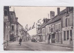 Fère Champenoise (51)Rue Du Maréchal Juin (Magasins:borne Essence Azur-Garage Citroën -animée) - Fère-Champenoise