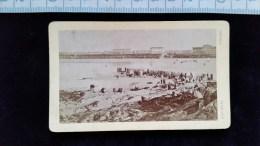 Photo Petit Format Sur Carton, Plage Et Vue De Dinard, Par Ordinaire Photographe, Avant 1900 - Lieux
