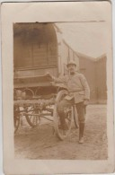 CPA PHOTO GUERRE 1914 1918 Soldat Militaire Poilu Uniforme Avec Casque 8° Régiment - Guerre 1914-18