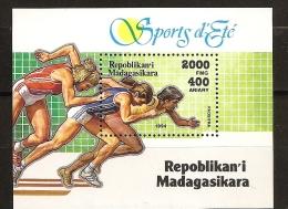 Madagascar 1994 n� BF 96 ** Sport, Et�, Athl�tisme, Course, Vitesse, Mixit�, Femme, Piste, Starting-bloc, 800m, 1500m