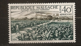 Madagascar 1960 n� PA 79 iso ** Aspects, Travail, Paysan, Agriculture, Champ, Tabac, Miandrivago, Pied nu, Montagne