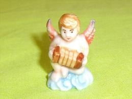 F�ves / santons / personnage : nativit�, l'ange   T30