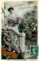 Belle  Carte  Photo   -  Belle Femme -  J 'apporte L 'ésperence   ,Anniversaire                N681 - Femmes
