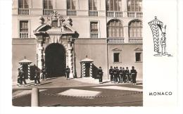 CPM - MONACO  - Carabiniers Montant La Garde Devant La Porte Du Palais De  S.A.S. Le Prince De Monaco  . - Palais Princier
