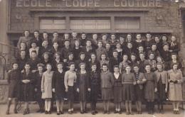 24374 Carte Photo Guingamp 22 Ecole De Coupe Couture Dec 1941 Perrin Morvan Gouinec Penguerch Le Coz Chapalain - Guingamp