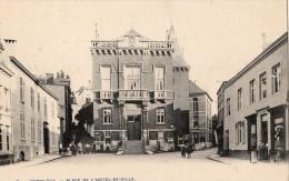 GEMBLOUX PLACE DE L'HOTEL DE VILLE ANIMMEE PHARMARCIE  CARTE PRECURSEUR - Gembloux