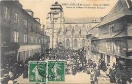 Cpa Pont L Eveque Sortie De La Messe. Sous Pochette Plastique - Pont-l'Evèque