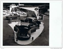 1962 Salon de l�Automobile, Montevideo, URUGUAY. Stand CITRO�N. Photo originale 18 X 24; ( ID 19, 2CV, PEUGEOT 404).