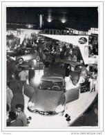 1962 Salon de l�Automobile, Montevideo, URUGUAY. Stand CITRO�N. Photo originale 15 X 11,5