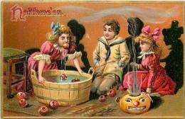 201545-Halloween, Tuck No 150-2, Children Watching A Girl Bob For An Apple - Halloween