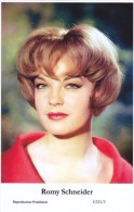 ROMY SCHNEIDER - Film Star Pin Up - Publisher Swiftsure Postcards 2000 - Unclassified