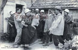 (19) Types Du Pays Paysannes Paysans Fermiers Danse Sur La Bourrée - Oblitérée à Ussel - 2 SCANS - Fermes