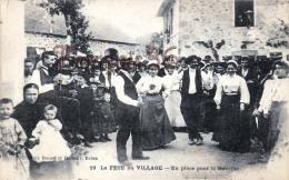 (19) Types Du Pays - La Fête Au Village - En Place Pour La Bourrée Danse - éd. à Brive - 2 SCANS - Agriculture
