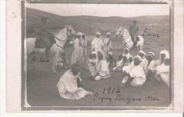 REGION PERREGAUX ORAN CARTE PHOTO AVEC GENDARMES A CHEVAL ET GROUPE LOCAL - Algerije