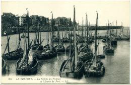 #3791 - Le Tréport 76 - La Flotille Des Pêcheurs Et L´entrée Du Port - Le Treport