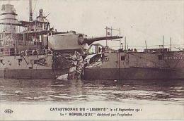 """Toulon   223          Catastrophe Du """"Liberté"""" Le 25 Sept 1911. Le """"République"""" Détérioré Par L'explosion - Toulon"""