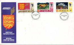 JERSEY. N°101-3 De 1974 Sur Enveloppe 1er Jour (FDC). Vache/Armoiries/Mont. - Mucche