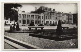 NIORT--Le Nouvel Hotel Des Postes (animée,jardinier Au 1er Plan)--La Poste--,cpsm 14 X 9 N°423 éd Flor - Niort
