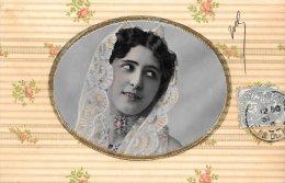 [DC4697] CARTOLINA - IN RILIEVO - IMMAGINE DI DONNA CON VELO BIANCO RICAMATO - Viaggiata 1905 - Old Postcard - Cartoline