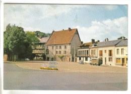 CPSM LE NEUBOURG (Eure) - Place Du Vieux Chateau - Le Neubourg