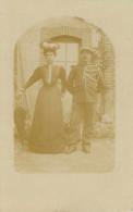 Couples - Couple - Femmes - Chapeaux - Femme Avec Chapeau - Carte Photo - Bon état Général - Koppels