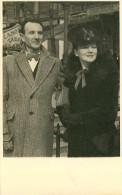 Couples - Couple - Femmes - Chapeaux - Femme Avec Chapeau -Personnages -Photographie- Carte Photo A Identifier - Paris ? - Koppels