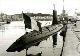 PHOTO - BATEAU - 030715 GUERRE - SOUS MARIN ARETHUSE Drapeau - 66 PORT VENDRES STUDIO SANCHEZ  ? - Unterseeboote
