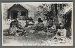 U5148 NEW ZEALAND MAORI WOMEN WEAVING FLAX FP (tur) - Nuova Zelanda