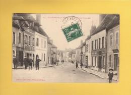 * CPA..dépt 89..VILLENEUVE  Sur YONNE  :  Le Faubourg Saint Laurent..n°203   :  Voir Les 2 Scans - Villeneuve-sur-Yonne