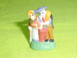 """F�ves / santons / personnage : le couple  """" mat """"    T87"""