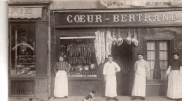 "Carte Photo A Iddentifier , Devanture Boucherie-charcuterie , Animee "" Coeur-bertrand "" - Cartes Postales"