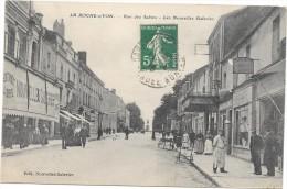 Cpa La Roche Sur Yon Rue Des Sables Nouvelles Galeries . Sous Pochette Plastique - La Roche Sur Yon