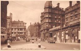 "01837 ""BRADFORD - MIDLAND HOTEL AND KIRKGATE"" ANIMATA, BUS, AUTO. FIRMATA DIXON. CART. ORIG.  SPED. 1952 - Inghilterra"