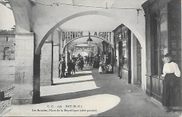 Nay - Les Arcades, Place De La République (coté Gauche) - France