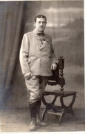 CPA 1473  - MILITARIA - Carte Photo Militaire - Soldat Avec Médaille N° 2 Sur Le Col à TEMESVAR - TIMISOARA Roumanie - Personen