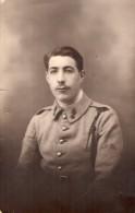 CPA 1474  - MILITARIA - Carte Photo Militaire - Soldat  Artilleur - Photo Louis DESBOTTES à  LILLE - Personnages