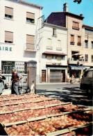 ILLE-SUR-TET : Le Marché Aux Pêches - France