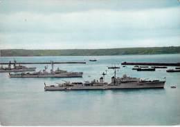 BATEAU GUERRE Marine Française - CHEVALIER PAUL à BREST - CPSM GF - Warship Kriegsschiff Oorlogsschip - Guerre