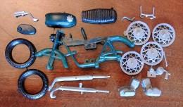 Ancienne Maquette Plastique : Moto Japonaise Kawa Ou Suzuki 250/350 ? En Pochette - Motorcycles