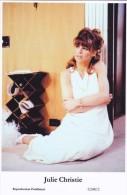 JULIE CHRISTIE - Film Star Pin Up - Publisher Swiftsure Postcards 2000 - Postcards