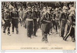 "CATASTROPHE DE LA ""LIBERTE"" LES OBSEQUES - LES AMIRAUX SUIVANT LE CORTEGE ( LOT V5) - Funérailles"