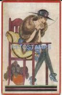 12457 ART ARTE SIGNED H WOMAN SENSUAL WITH A HAT SMOKING POSTAL POSTCARD - Bellas Artes